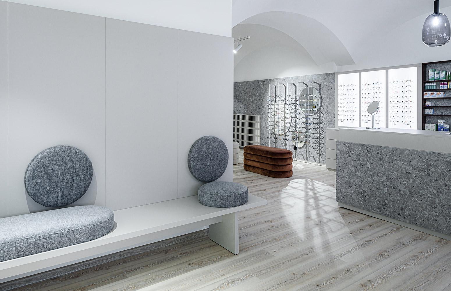 Komerčný interiér Optika Aga Holíč od design-factory