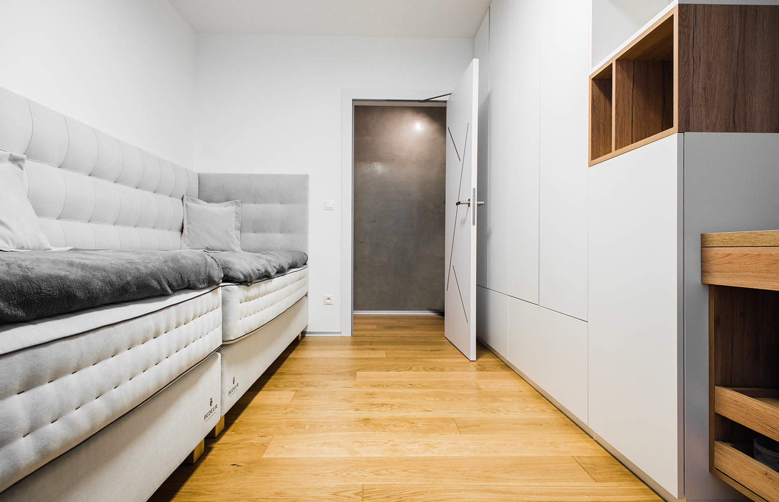 Moderný interiér bytu v Retro, v Bratislave od design-factory