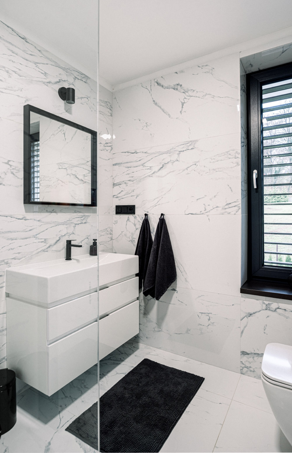 Moderná kúpeľňa od design-factory
